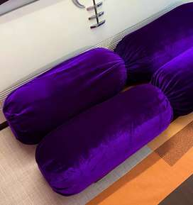 Set of 4 pillows with covers