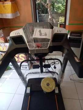 Treadmill i5 stylish dengan fitur lngkap