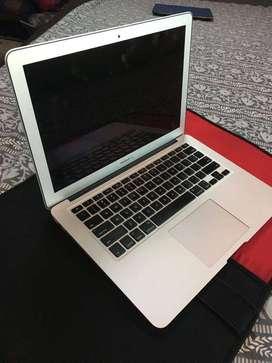Apple MacBook Air(13-inch-4GB RAM,256GB Storage,1.8GHz Intel Core i5