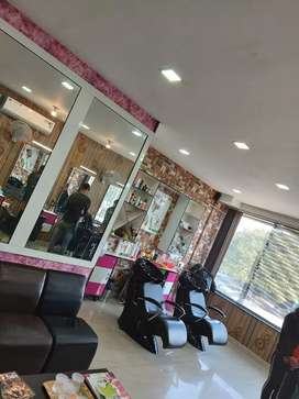 Job in Salon in phase 10