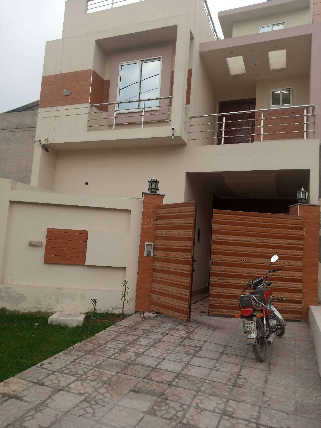 Brand New house main TNT road gas and electricity on the spot3