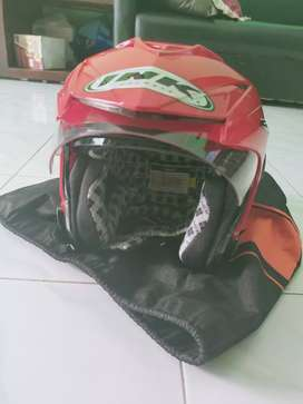 Helm ink T1, warna merah
