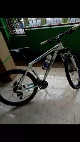 Jual sepeda gunung Polygon seri 4'0 xtrada gear 9 speed,,