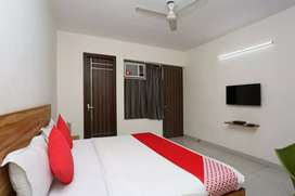 AVAILABLE PG FOR BOYS NEAR SECTOR 39 WITH BEST FOOD