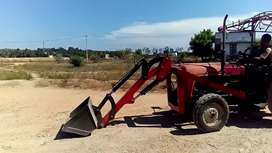 Tractor single boom front loader