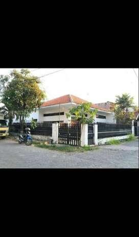 Rumah Ngagel Madya Utara, Strategis czAW
