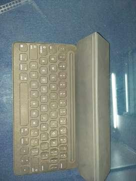 Apple smart key board folio