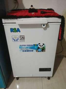freezer CF100 dijamin mulus