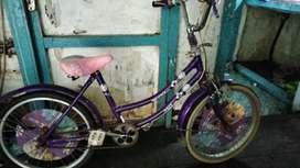 Sepeda gunung dan sepeda cwe