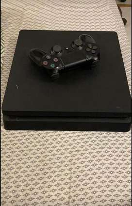 Ps4 1 TB + 1 controller + 3 games