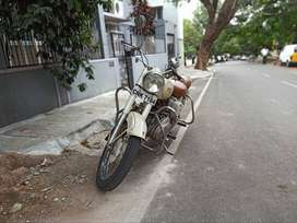 Beautiful 1978 bullet standard 350 - Excellent condition - Off white