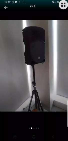 Speaker aktif mackie 12A sepasang..