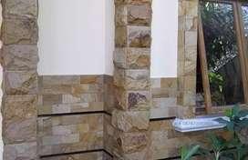 Tukang pemasangan batu alam dinding dan lantai