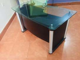Office table with 12 mm solid glass