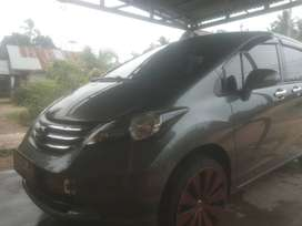 Honda freed PSD 2012
