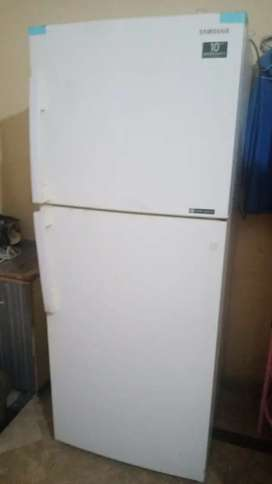 Sumsung large size fridge. Its non frozen  and imported frdge
