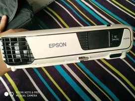 hai i am selling epson EB-S31 projector