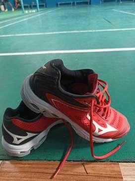 Sepatu badminton mizuno