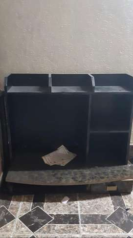 I want sale computer table just 2 to 3 mnth used condition neat n clea