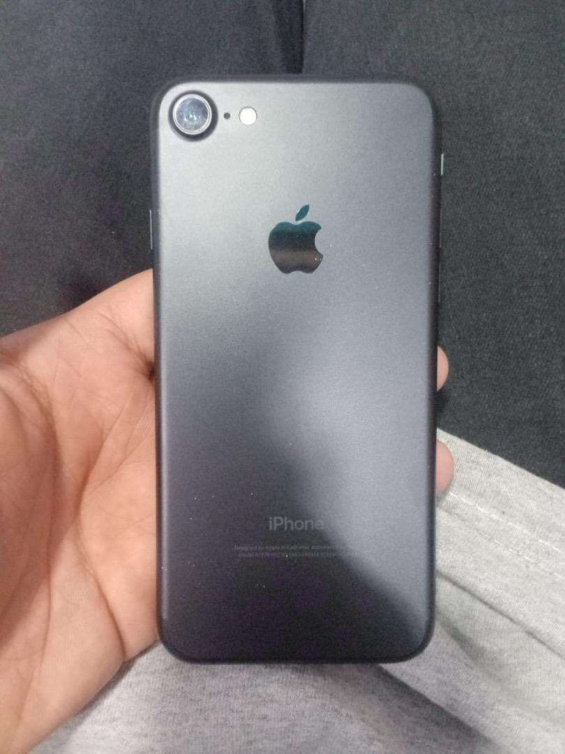 Iphone 7 balck colour 128 gb pta approved only set penal change ha bs 0