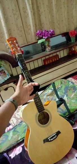 Guitar  new jise lena ho wahi masg kare