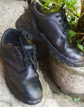 Safety shoes ori second