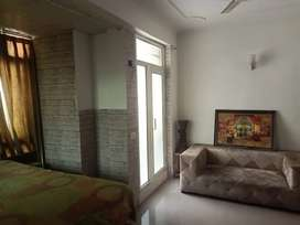 Rooms available in 3bhk flat, near nsez metro/sector 82