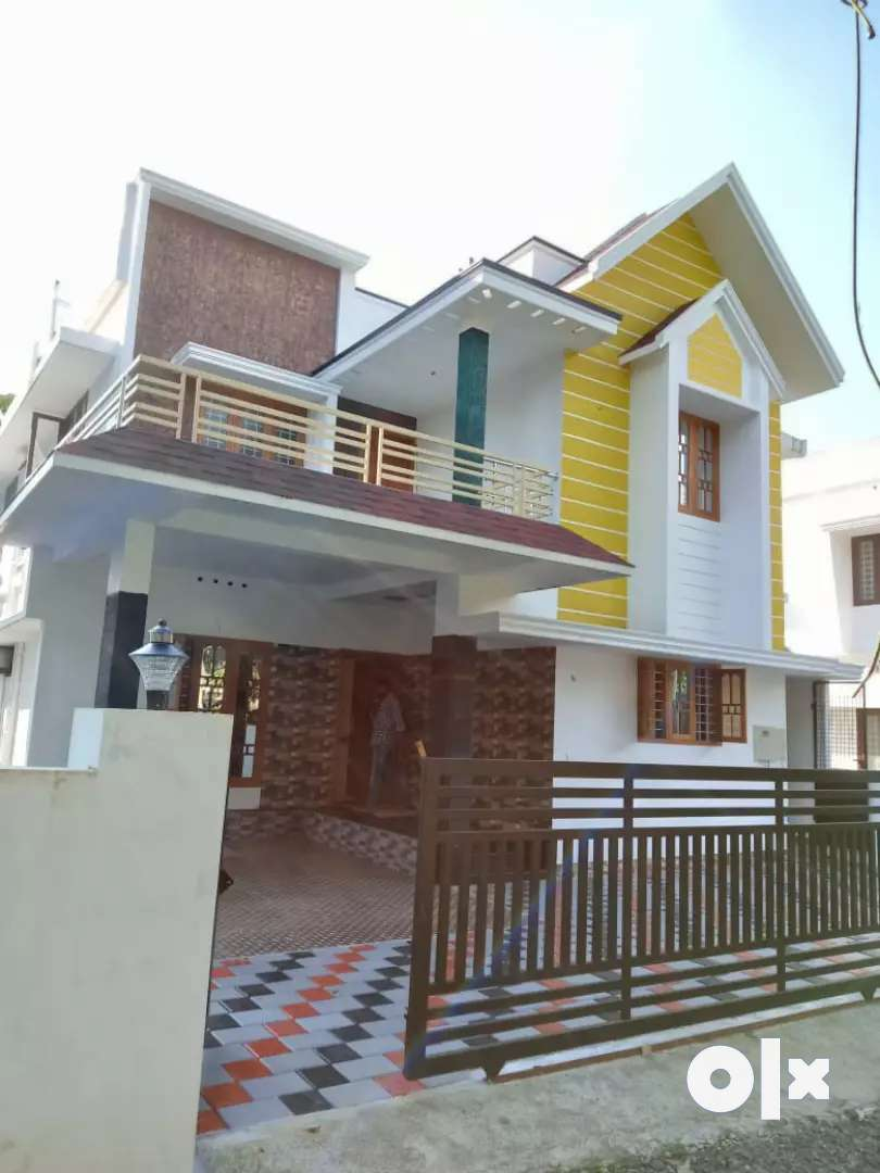 5 cent 2400 sqft 4 bhk new build posh house at kakkanad near navodhaya 0