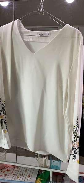 Geser gambar blus Kemeja putih