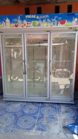 Showcase 3 pintu merek SANSIO