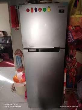 Kulkas atau lemari es samsung 2 pintu