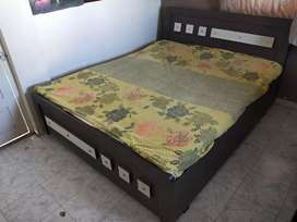 """Double bed with Sleepwell Mattress (Gadlu sathe)6'9""""x 5' new condition"""