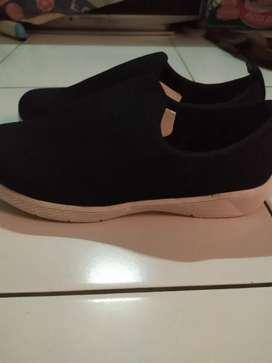 Sepatu hitam pria