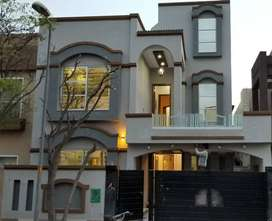 8 Marla Brand New Luxury House For Sale in Bahria Town Lahore