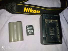 Nikon D80 new body 10/10 lens 18-55 10/10 strip . card . charger
