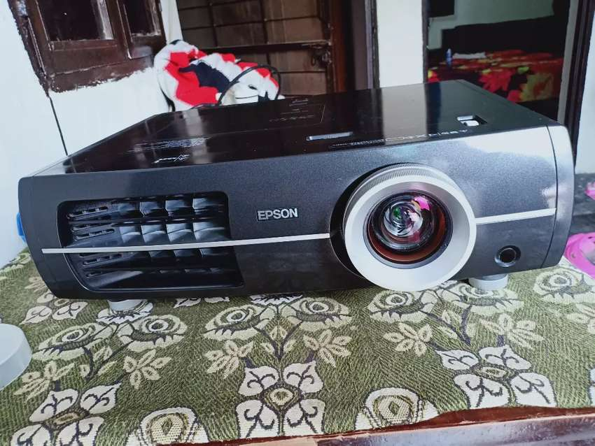 Epson TW4500 full HD 1080p home theatre projector 0