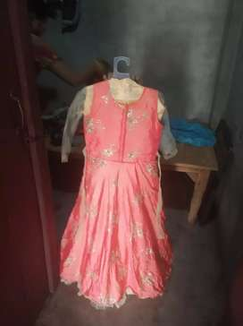 I am selling a New gown