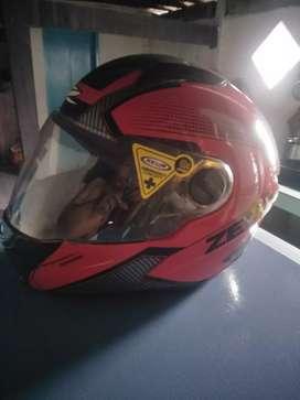 Helm zeus 811 warna merah hitam