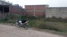 150 gaj plot sale sadaura Road price 6.5 lakh Phone no.95180 & 84800