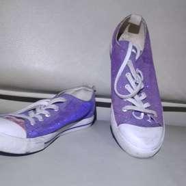 Sepatu sneaker Guess cewek size 37