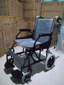 Kursi roda travelling lipat gea hitam