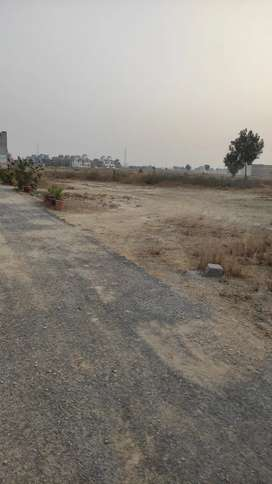 135 sq.yd Corner Plot , Block 2 , West Open For Sale In Saadi Garden