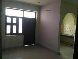 2 BHK SEMI FURNISHED FLAT AVAILABLE IN NOIDA SECTOR- 22