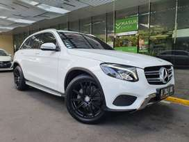MERCY GLC250 AT 2017 4 MATIC WHITE ON BLACK LOW KM VELG 2 SET TOP COND