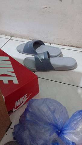 Sandal Nike benassi made in Indonesia