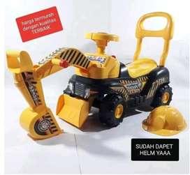 Mobil traktor bisa duduk plus topi