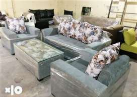 DELIVERY FREE::Brand new sofa With table+Cushion