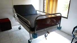 Tempat tidur pasien 1 crank (engkol)