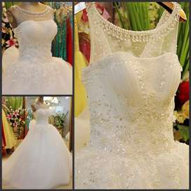 Wedding gown with full accessories