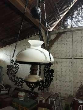 Lampu Katrol atau Kerek Besi Kuno.